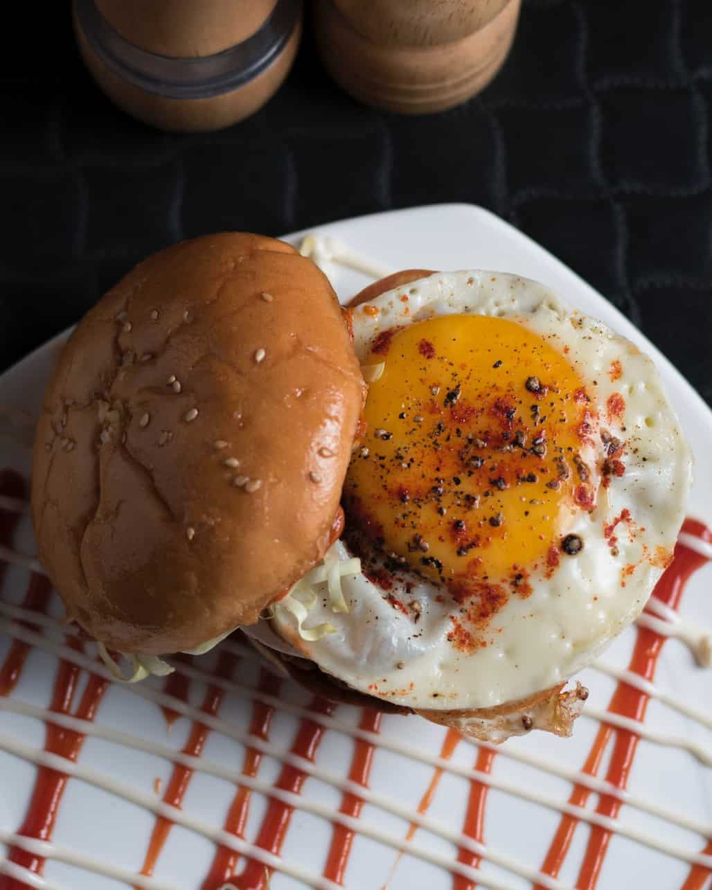 burger with egg image