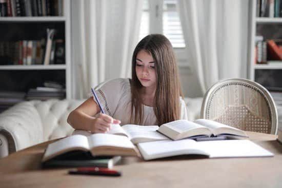 writing a book report image