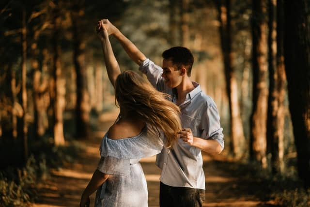 intransitive verb example they danced image